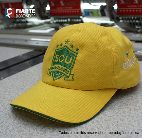 9b378d0370 Boné Fatec - São Sebastião Boné promocional verde e amarelo para Copa das Confederações  Boné bordado aba sanduíche ...