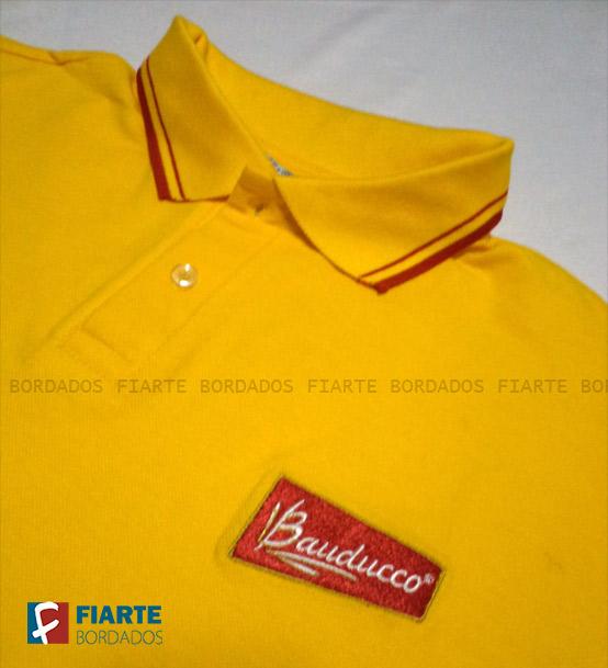... logo bordado Camisa polo promocional Camisa branca com detalhes da gola  ... d9280af3231e7
